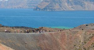 Tour excursion by the Santorini volcano