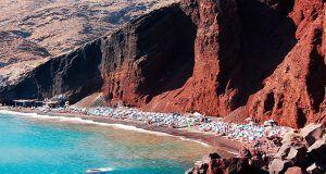 La playa roja de Santorini en Grecia